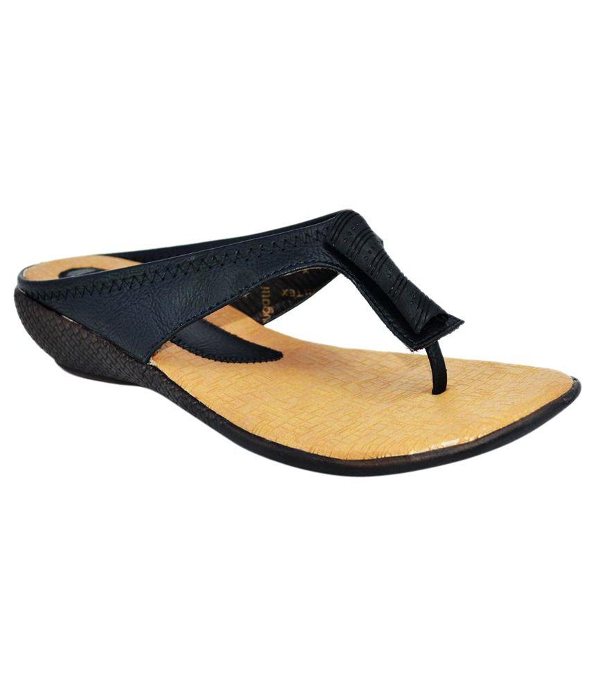 Sant Footwear Surprising Beige & Black Flat Slip-Ons