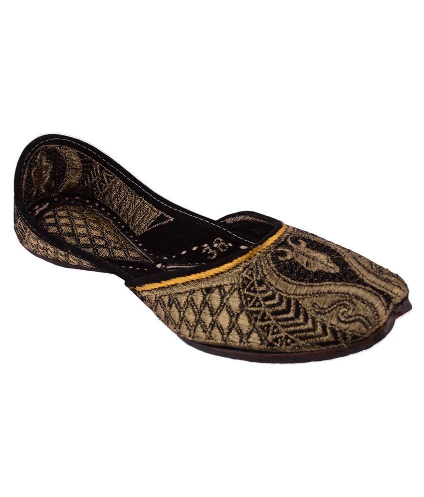 Taur Punjabi Golden Velvet Flat Jutti