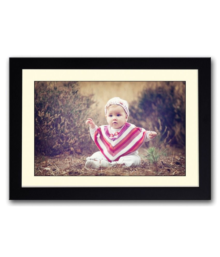 Artifa Matte Baby Sitting On Grass Painting With Wood Frame