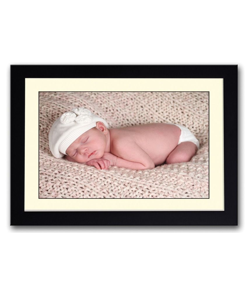 Artifa Matte Baby With White Hat Painting With Wood Frame