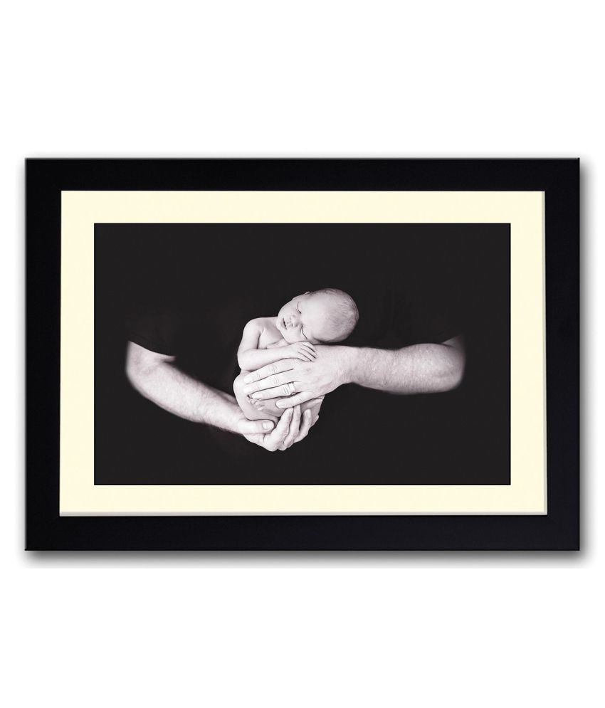 Artifa Matte Baby In Fathers Hand Painting With Wood Frame
