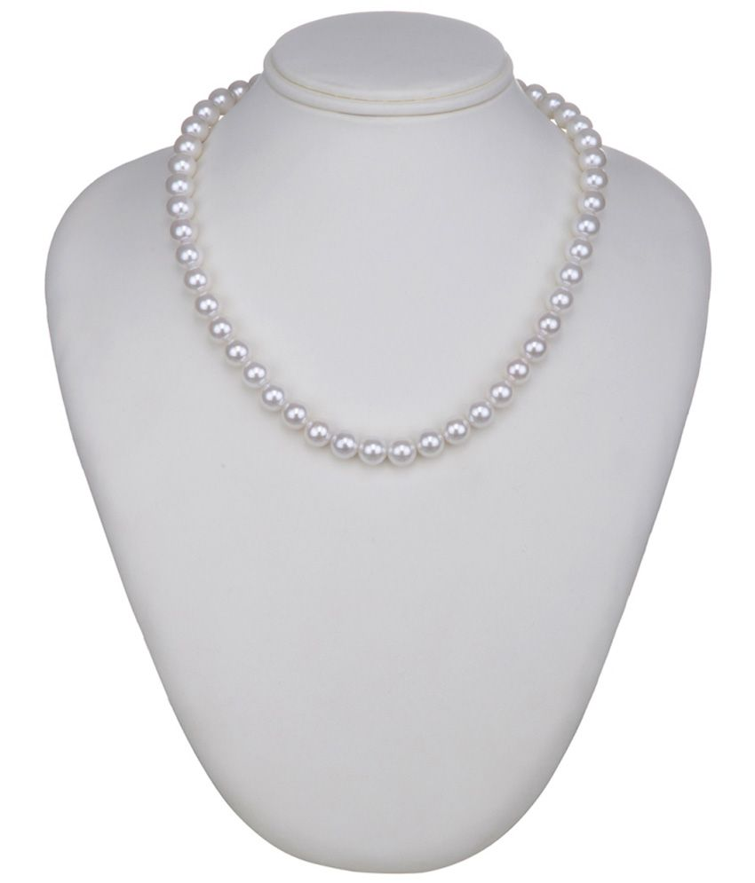 1976 Jewels Pearls White Necklace
