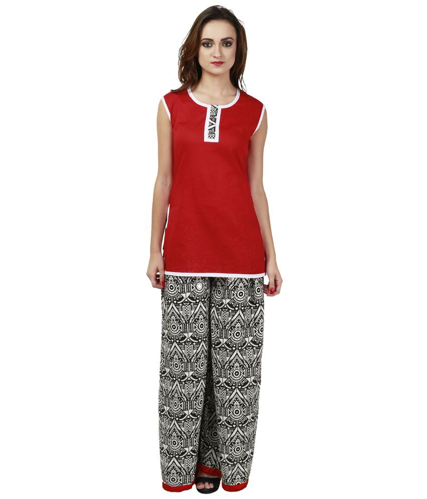 These pants can be worn with crop tops, tank tops, lace tops, simple shirts etc. They can be worn on all the occasions if styled properly. These pants are best suited for spring and summer season because of how flowy they are. The top fashion designers and celebrities also adore this trend.