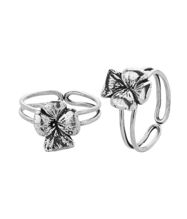 Voylla Club Styled Toe Ring Pair With Silver Plating