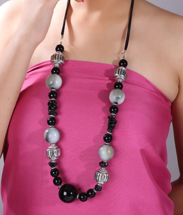 Pretty Woman Black & White Beads Royal Necklace