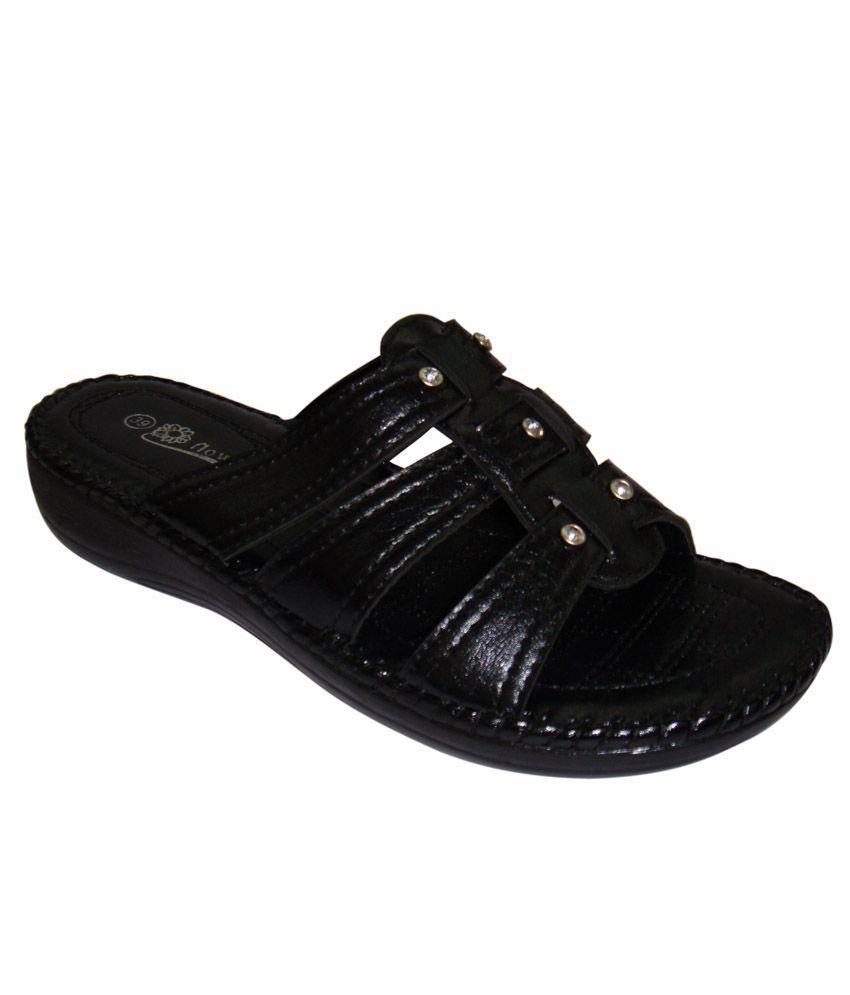 Hi-Fashion Black Flats