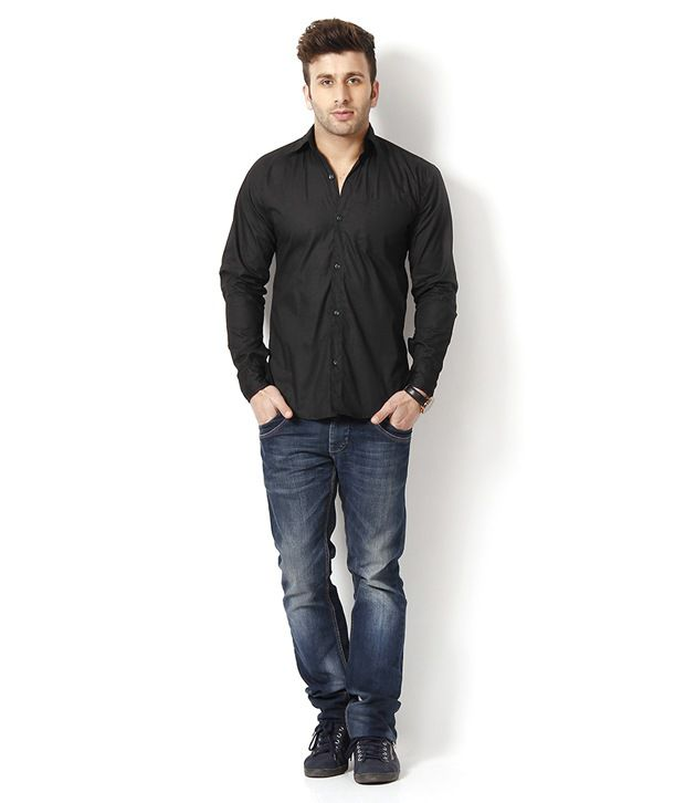Black shirt and jeans combination – Global fashion jeans collection