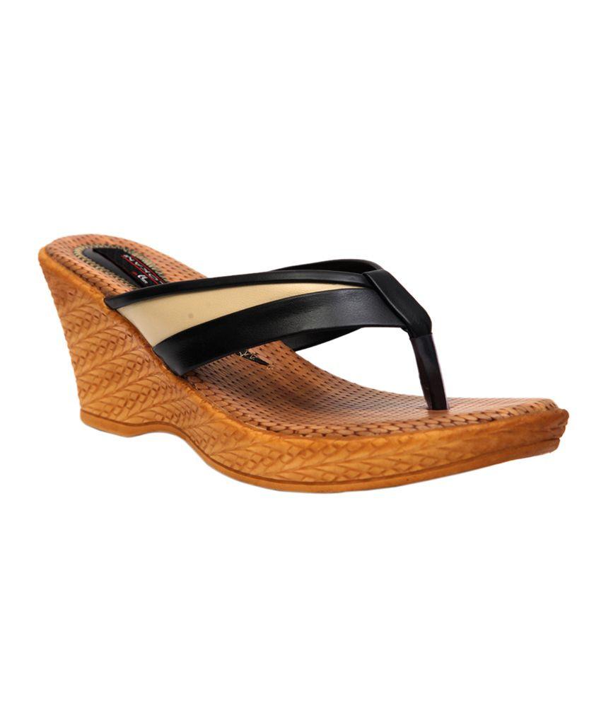 Trilokani Black Slipper For Women