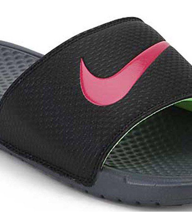 41dfabb0ed25 Nike Benassi Swoosh Black Slippers Price in India- Buy Nike Benassi ...