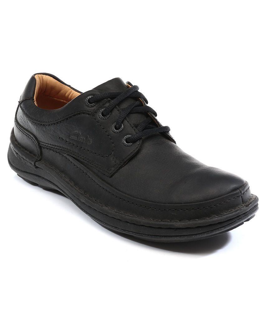 Gilmore Walk, men's shoes, black leather - With a mix of interest tumbled leathers, these black lace-up shoes offer a contemporary twist on the simple style.A durable sole enhanced with rubber for functional grip is a practical feature, while the moisture-wicking Ortholite® footbed and leather sock offers breathable comfort with every step.