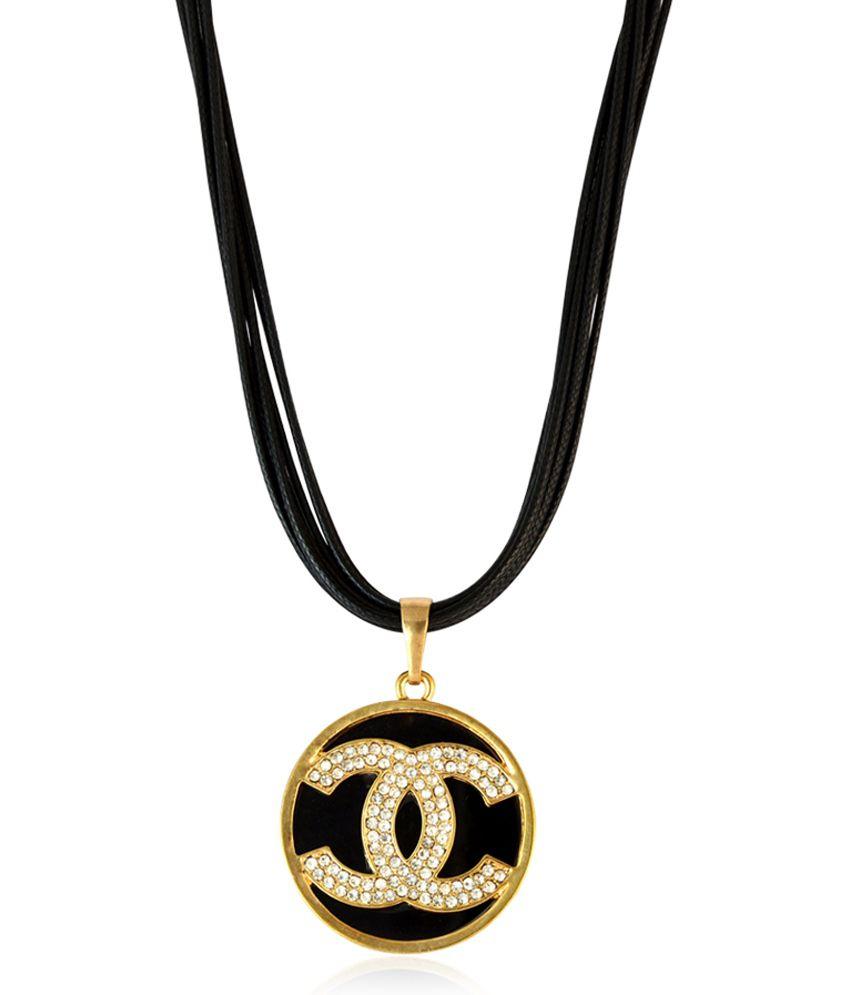 Sarah Round Pendant Black Color Necklace