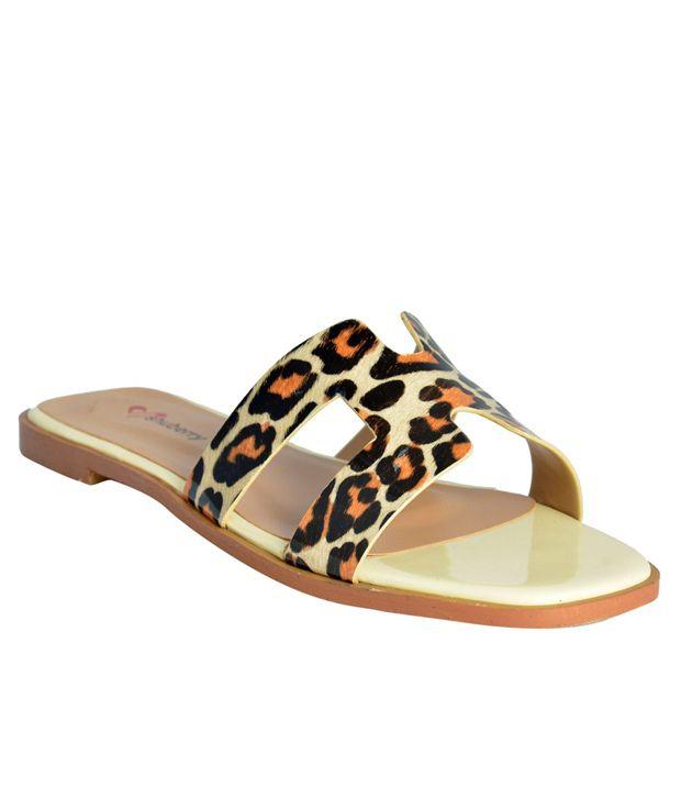 Shuberry Flat Slip-on Beige Flat Slip-Ons