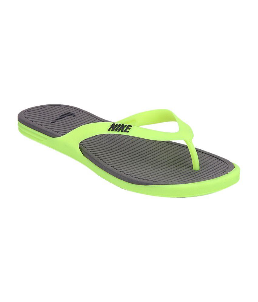 new styles 9fa72 8683f Nike Gray & Green Matira Rubber Men Slippers