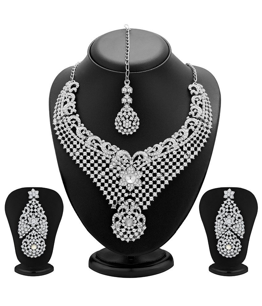 Sukkhi Pretty Just Like Diamonds Necklace Set With Maang Tika