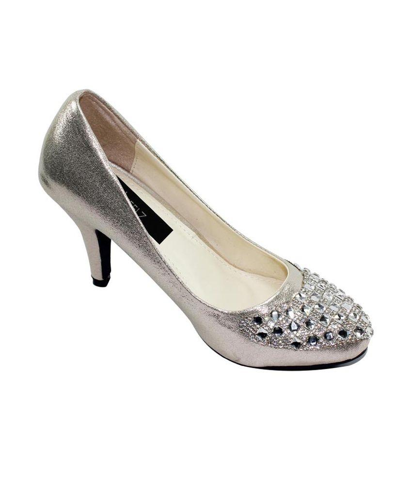 Uheelz Silver Party Flat Women Ethnic Ware Sandals