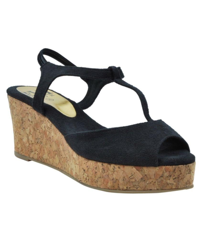 Triveni Black Wedges Heels