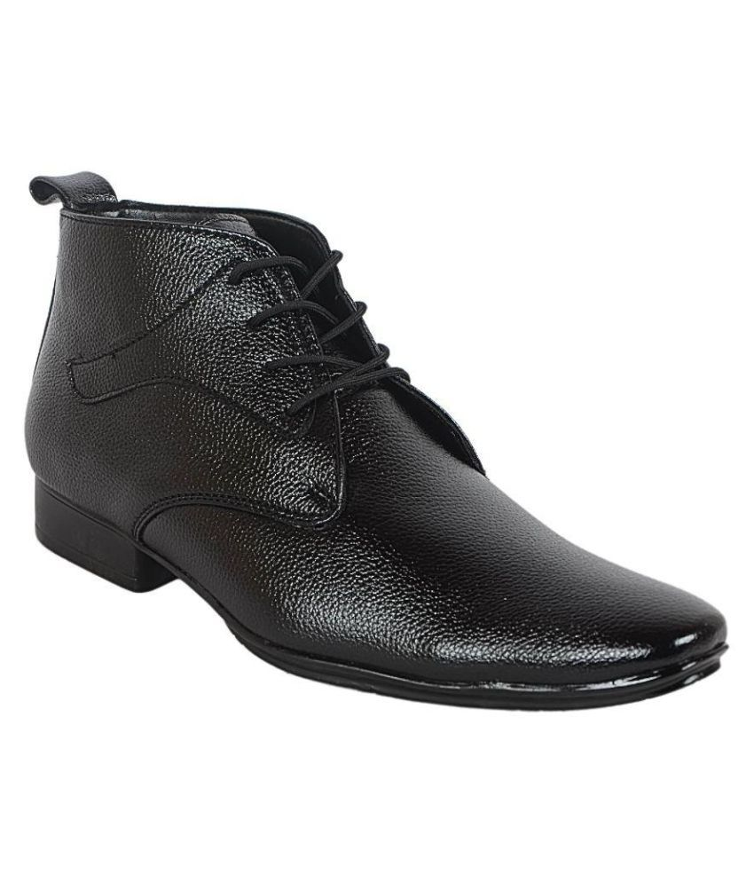 1Aarow Black Chukka boot