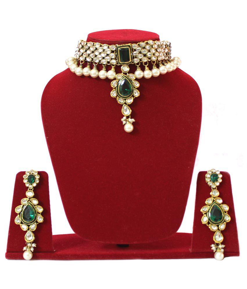 Colorsinc. Green Kundan Necklace Set With Maang Tika