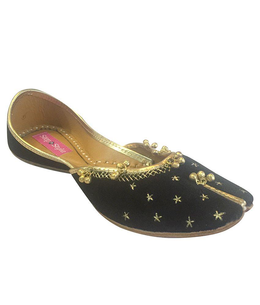 Step N Style Black Juttis