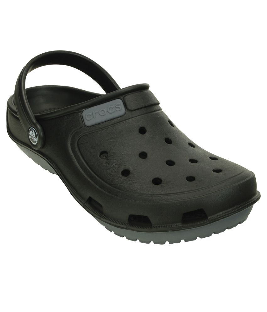 0695bbc0ae6b Crocs Black Relaxed Fit Floater Sandal Price in India