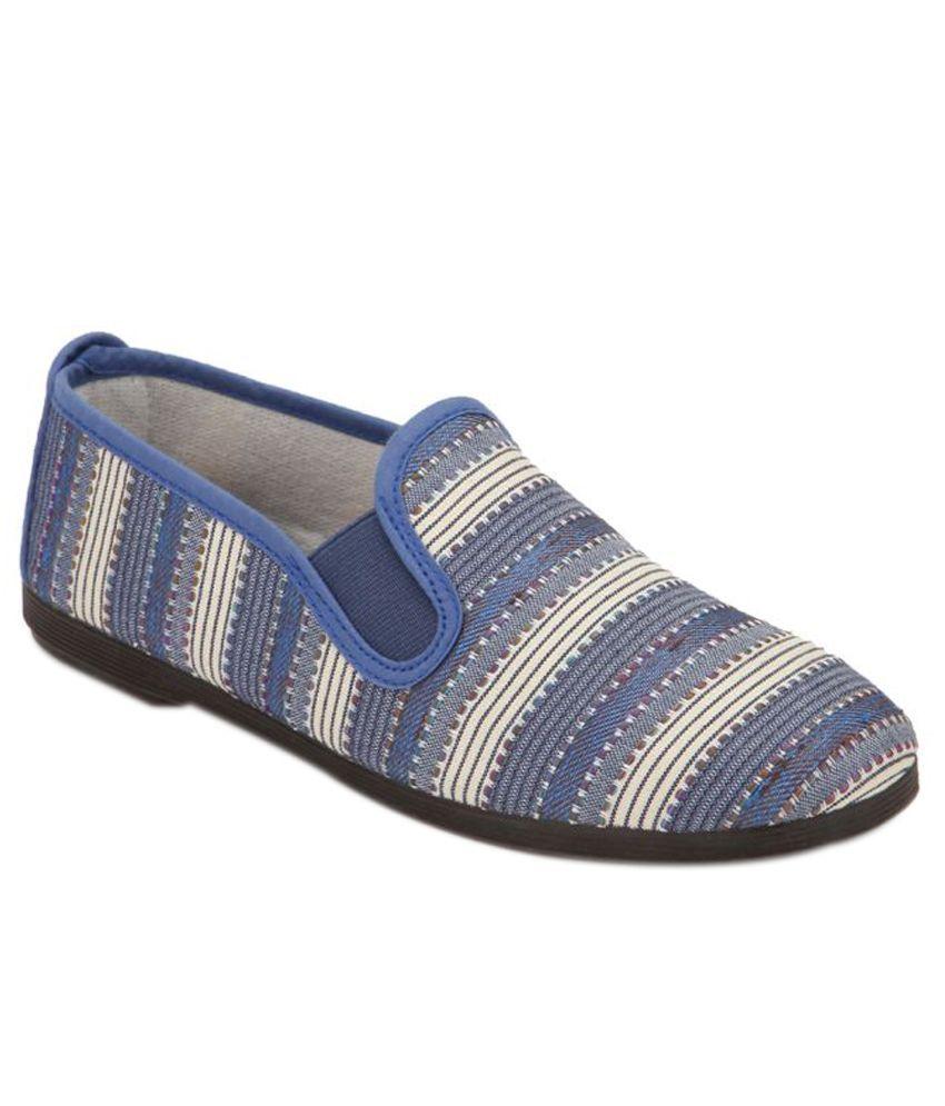 Scentra Multicolour Casual Shoes