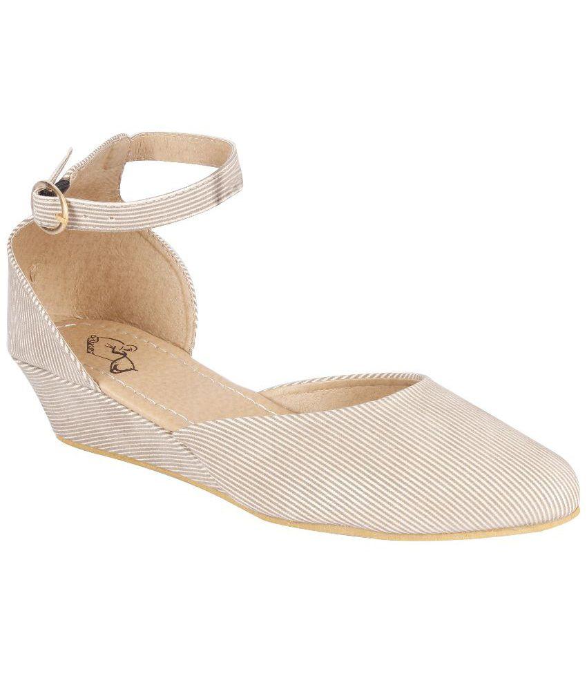 Ducara Beige Flat Sandals