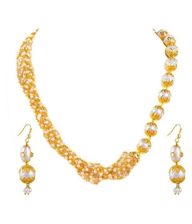 Makezak Golden Pearls Necklace Set