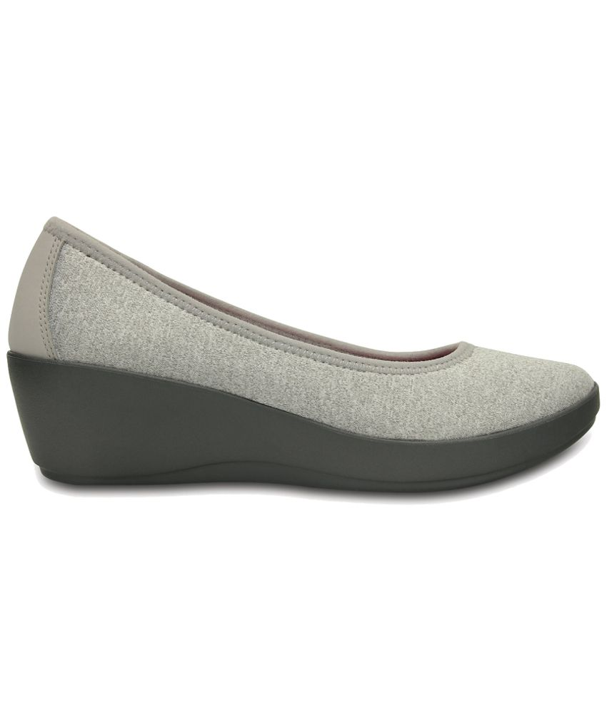 24757286eb7e0 Crocs Gray Heeled Slip-on   Pump Relaxed Fit Price in India- Buy ...