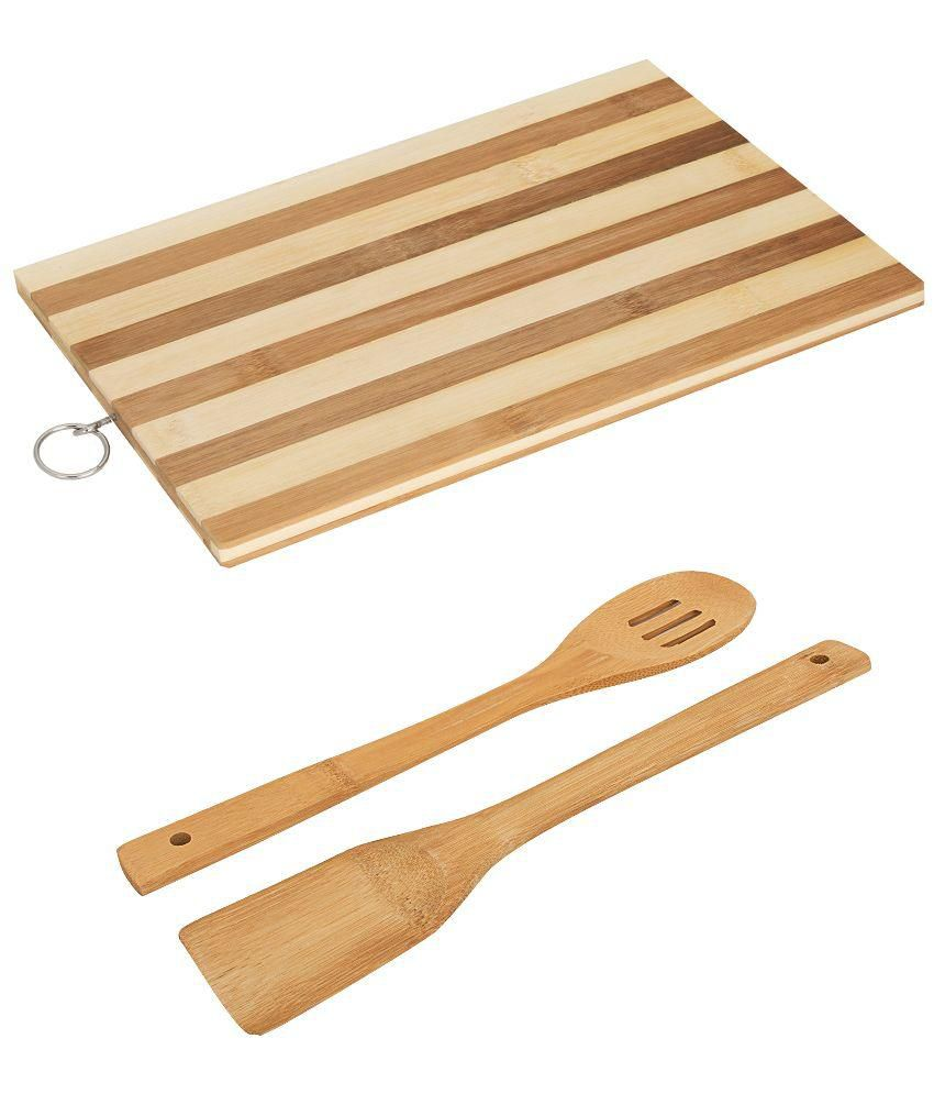 Home creations wooden chopping board with 2 spatulas for Home creations