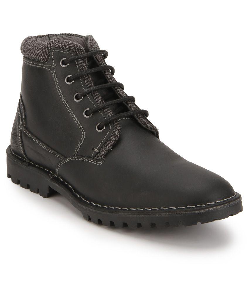 Steve Madden Neptoon Black Boots