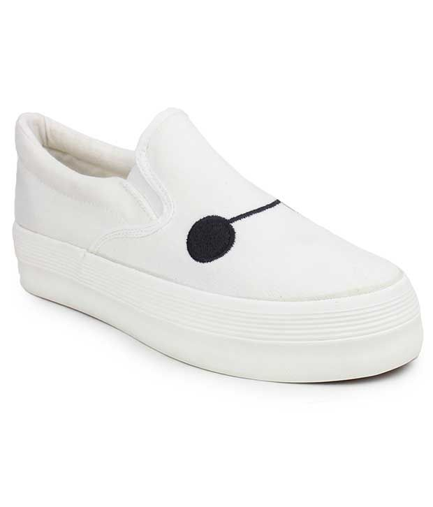 Do Bhai White Casual Shoes