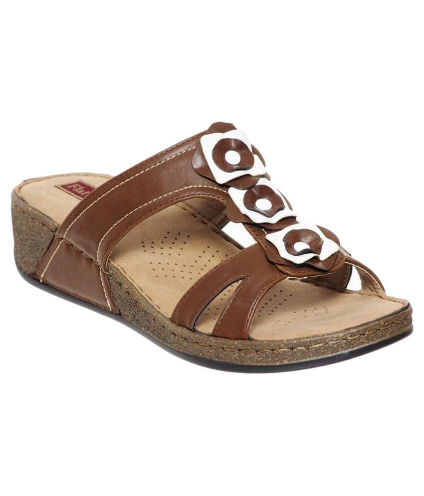 Flat n Heels Brown Flip Flops