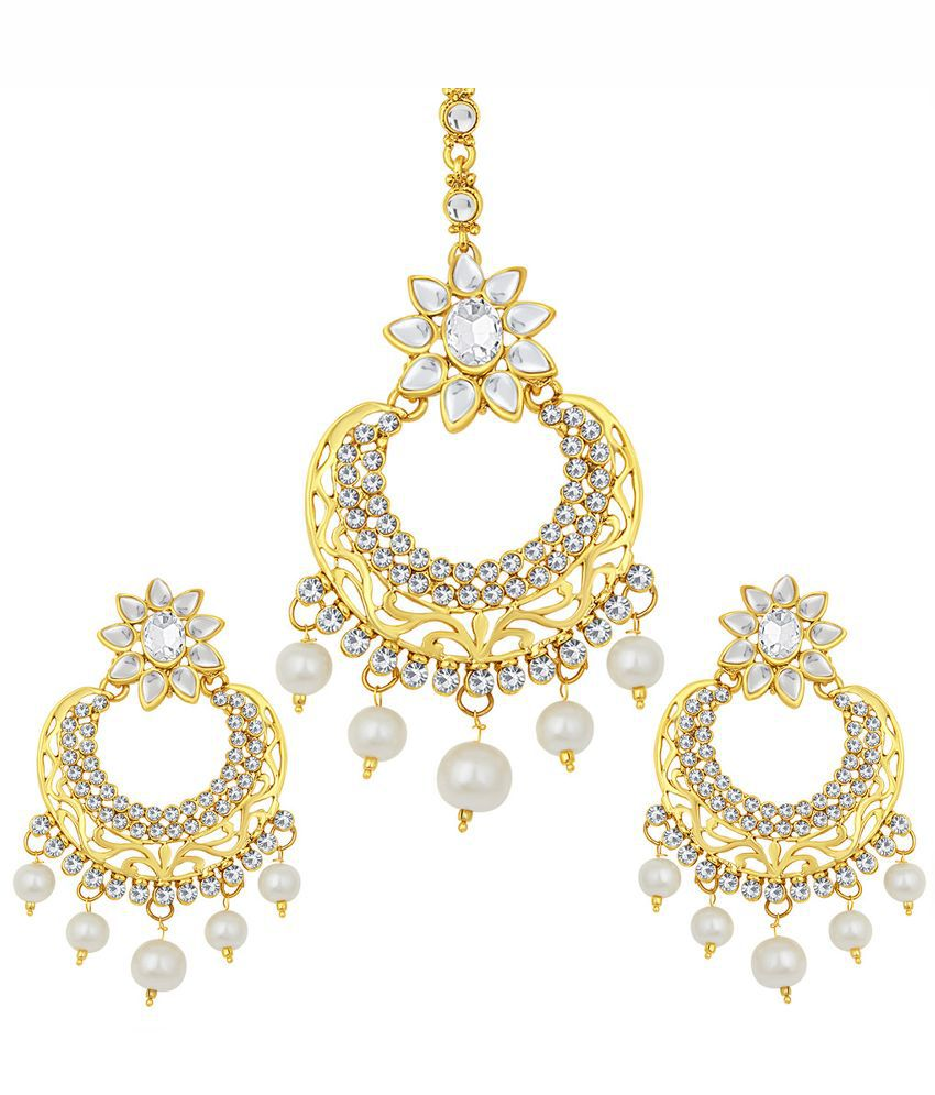 Sukkhi Alloy Gold Plating Austrian Diamond Studded Gold Coloured Earrings with Maang Tika