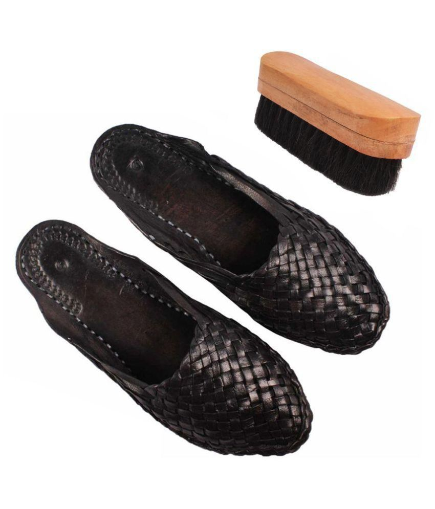 Sushito Black Flat Ethnic Footwear with Shoe Brush