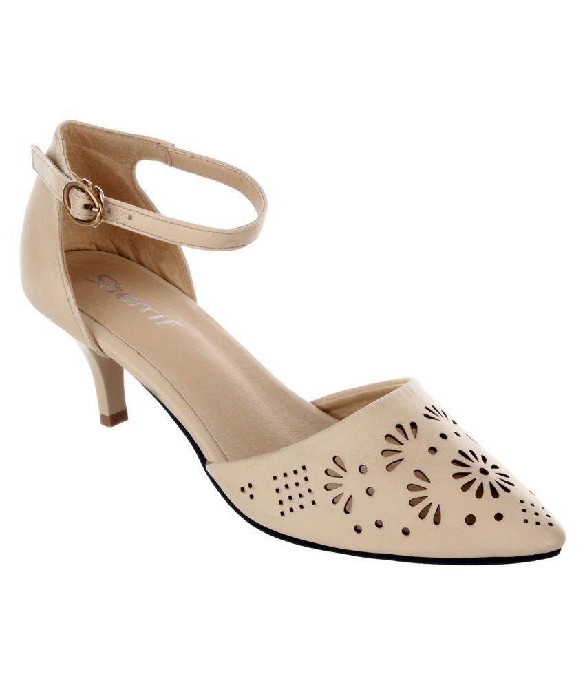 e19184d6aca Sherrif Shoes Beige Kitten Heels