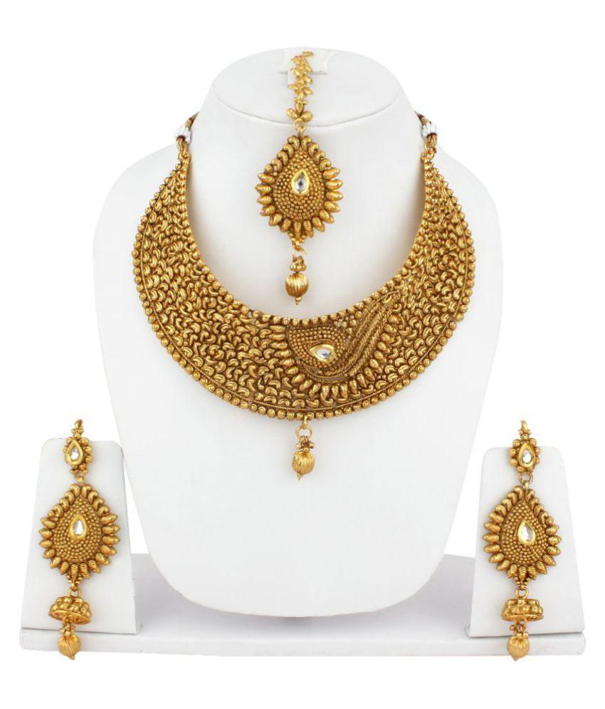 Jewels Capital Golden Kundan Necklace Set With Maang Tikka