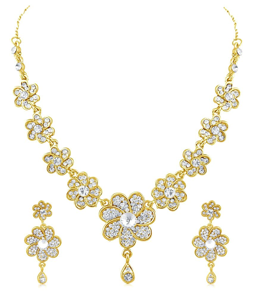 Inaya Golden Necklace Set
