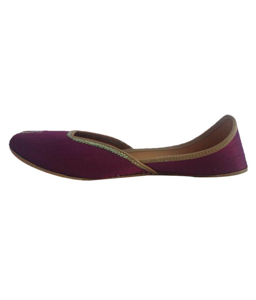 Kaashvi Maroon Flat Ethnic Footwear