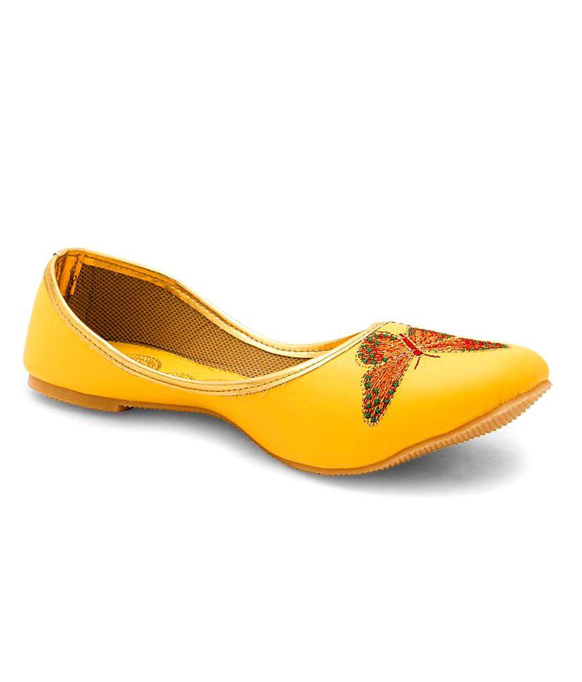 Creative_Studio Yellow Flat Ethnic Footwear