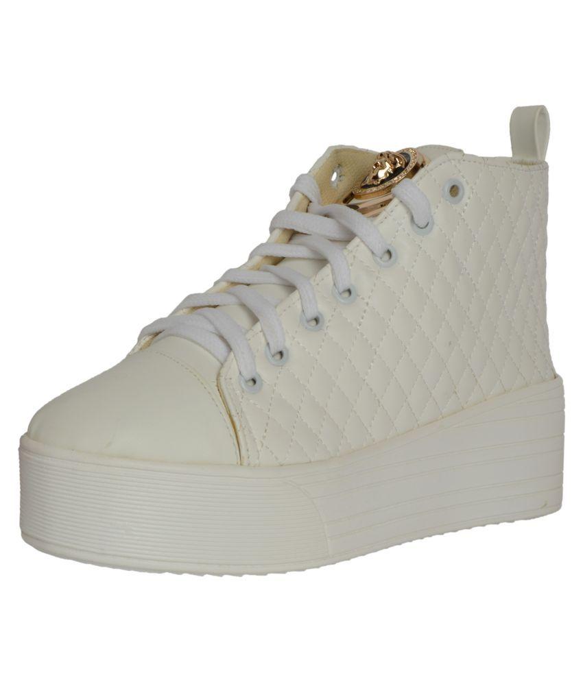 Q'BA White Casual Shoes