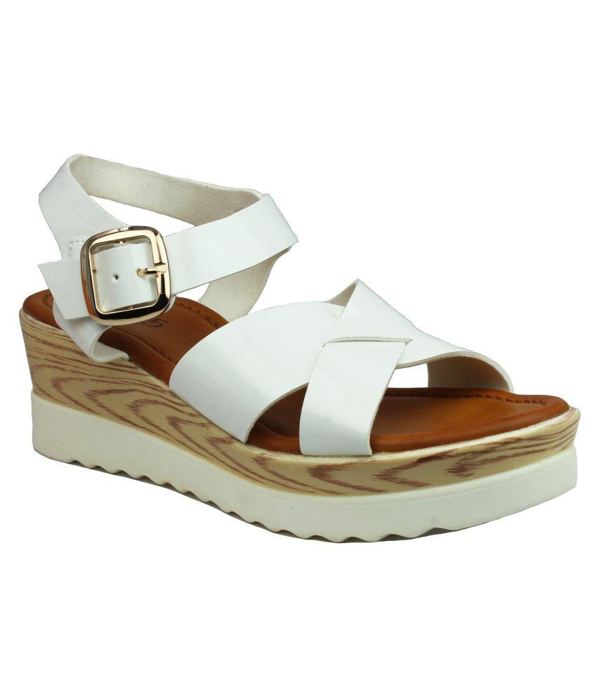 Inc.5 White Platforms Heels