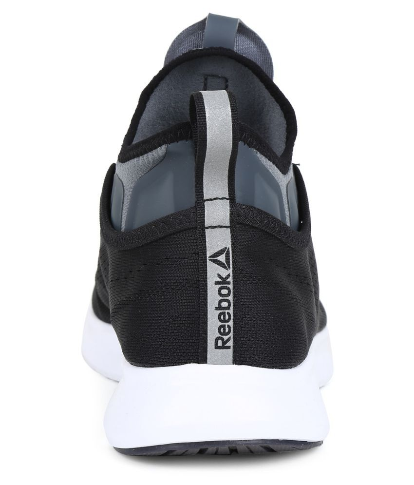 52716cc8e30 Reebok Pump Plus Tech Black Running Shoes - Buy Reebok Pump Plus ...
