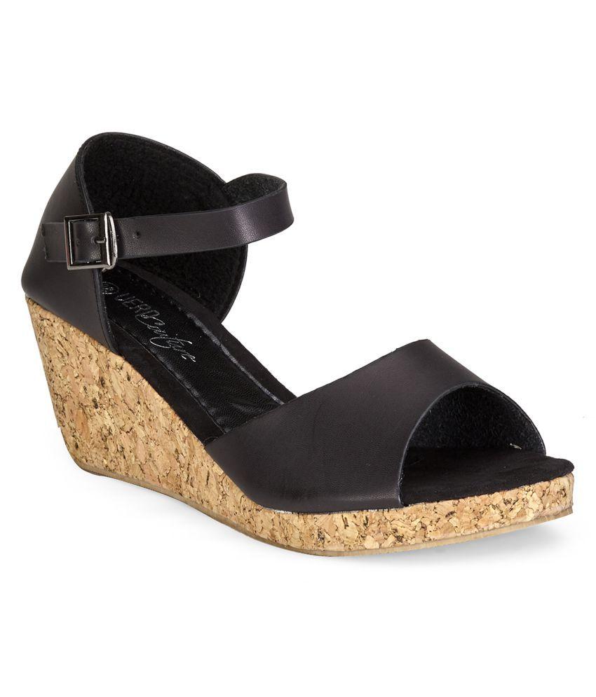 Vero Couture Black Wedges Heels