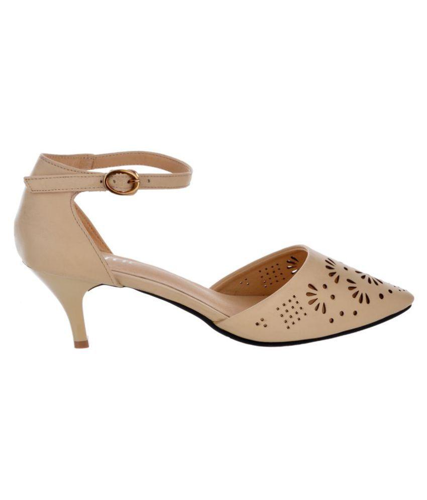 7fa06749b49 Sherrif Shoes Beige Kitten Heels Price in India- Buy Sherrif Shoes ...