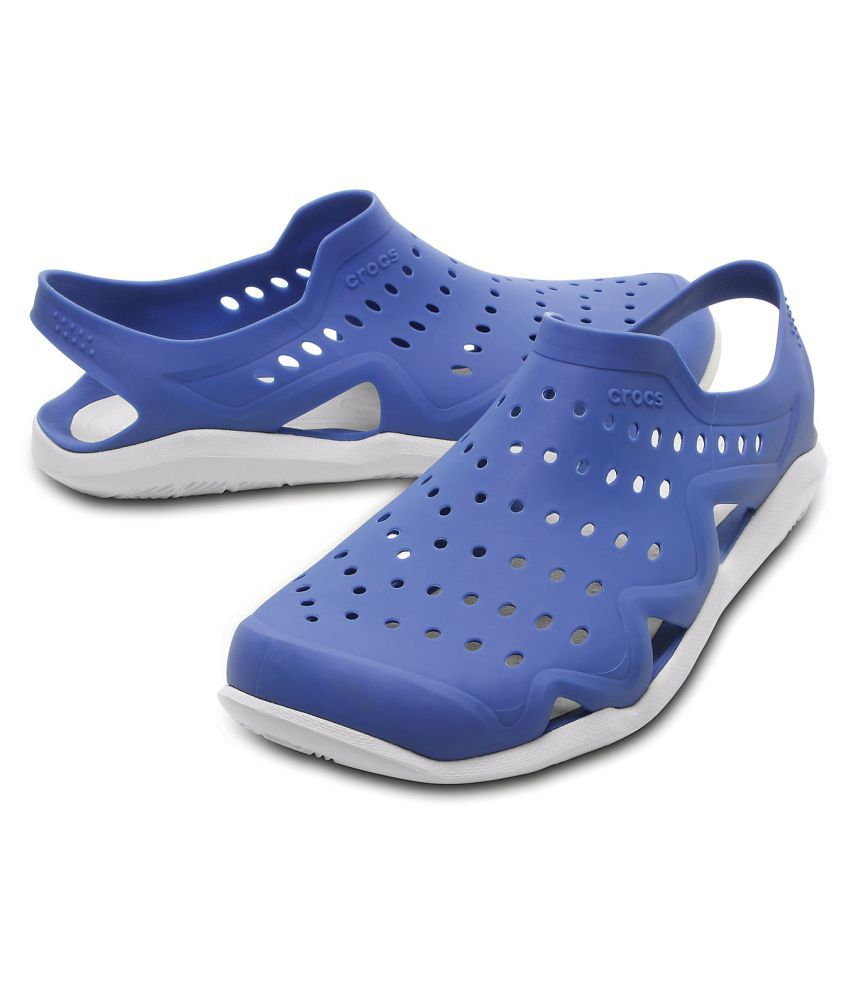 97ae02ae3304 Crocs Swiftwater Wave M Lifestyle Blue Casual Shoes - Buy Crocs ...
