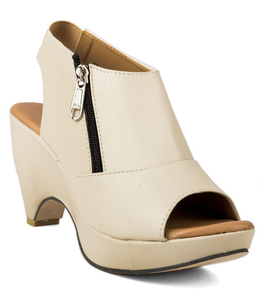 3bb9e41e04f Cute Fashion Beige Block Heels Price in India- Buy Cute Fashion Beige Block  Heels Online at Snapdeal