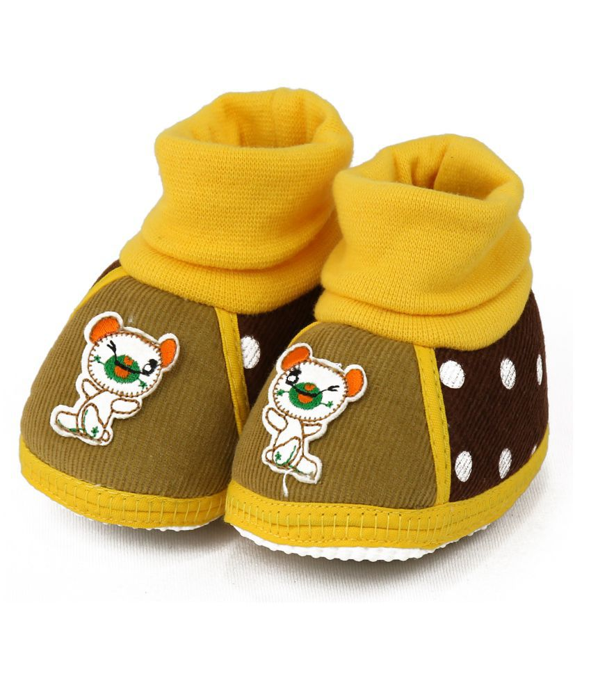 a144bbe67 VLS Lifestyle (0-12 M) Cordrai Dot Printed Baby Booties Price in India- Buy  VLS Lifestyle (0-12 M) Cordrai Dot Printed Baby Booties Online at Snapdeal