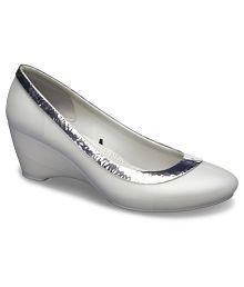 a03bbd5182c56 Crocs Women s Footwear  Buy Croc Shoes for Women Online