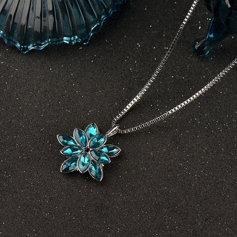 Austria High Quality Zircon Flower Pendant Necklace