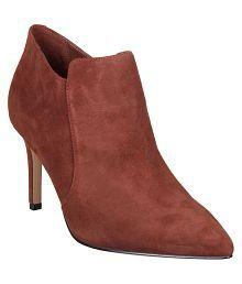 ea1bbd3234427 Clarks Boots for Women  Buy Clarks Women s Boots Online at best ...
